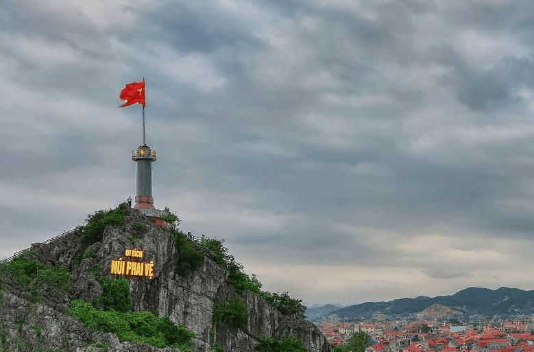 Cột cờ Phai Vệ của tỉnh Lạng Sơn